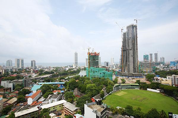 急成長する一番の都市コロンボ。国際空港があります。